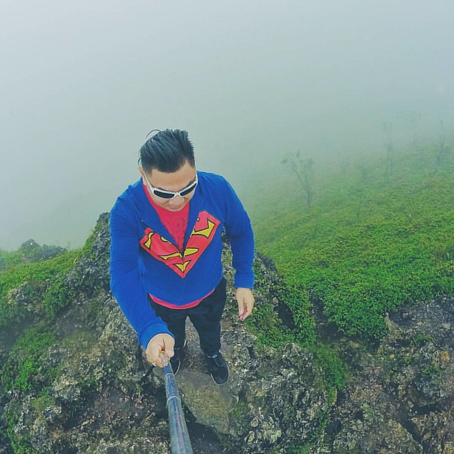 that moment when your at the peak and strong cold winds trying to test your balance...  #trekking #mountainclimb #OsmeñaPeak #Dalaguete #Cebu #Philippines #valentines #Valentines2016 #WeekEnd #travel #TravelPH #XaveeInOP #byahenixavee #GoPro #GoProPH #GoP