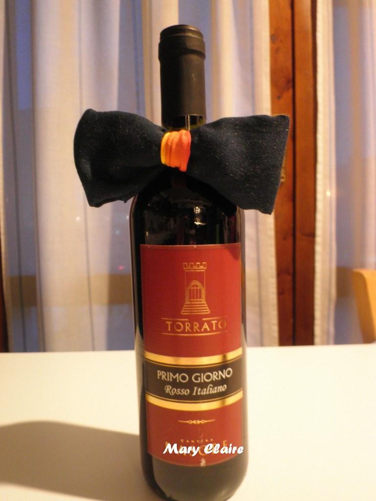 bottiglia con cravatta