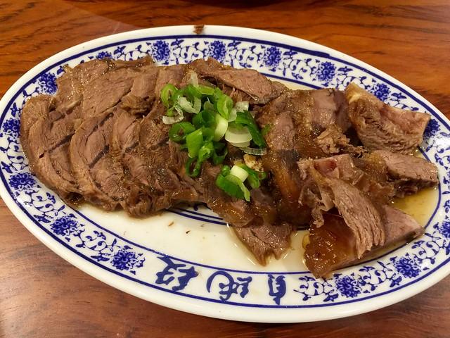 26619614966 151156976a z - 『菜菜子專欄』 台中。西區。四川段純貞牛肉麵