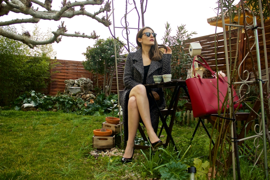 lara-vazquez-madlula-fashion-look-ootd-red-bag