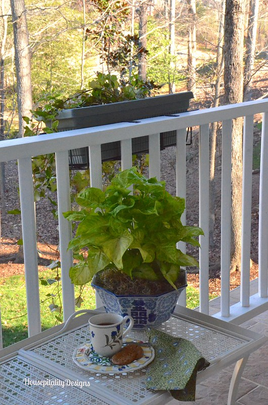 Upper porch coffee table - Housepitality Designs