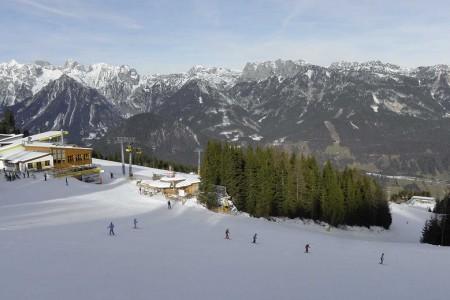Vrchol Hauser Kaibling s kótou 2 015 m n. m. který se tyčí přímo nad vesničkou Haus, je nejvyšším v popisované houpačce a zároveň tím prvním vrcholem a místním lyžařským rezortem, na který narazí návštěvníci při příj...