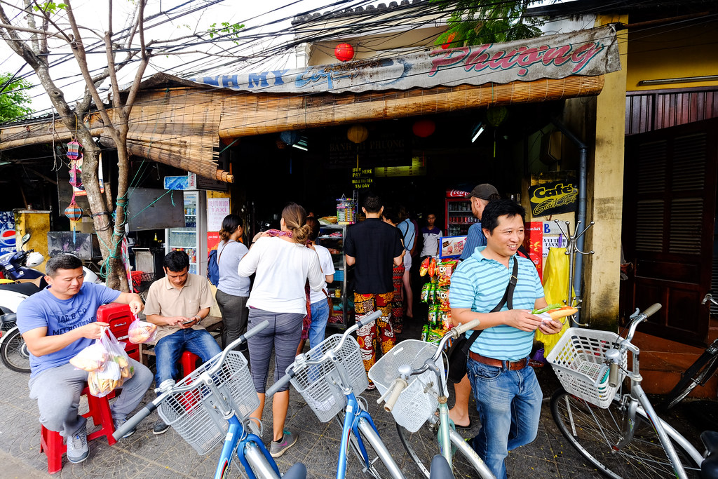 Hoi An Food Tour: Banh Mi Phuong Front