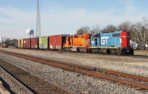 railroad cn train ic illinois railway centralia gtw canadiannational manifest 4905 emd gp382 illinoiscentral grandtrunkwestern centraliasubdivision