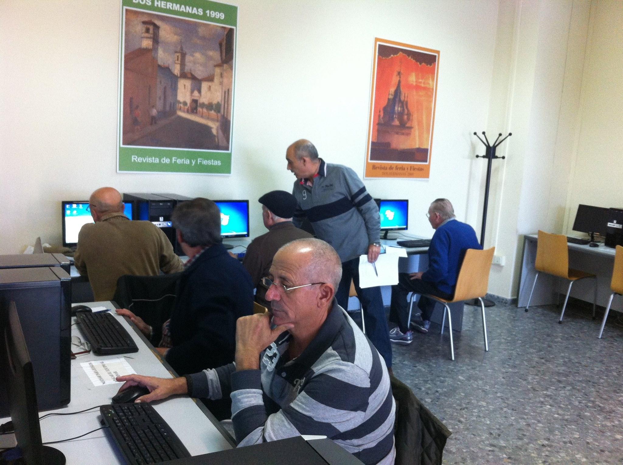 La biblioteca recupera los cursos de informática básica para mayores de 50