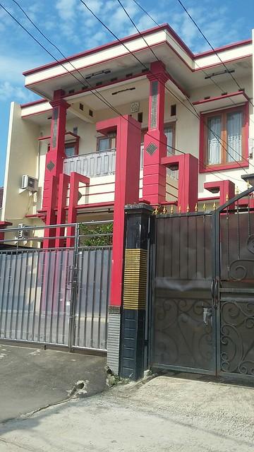 Dijual Rumah Mewah di Jatiwaringin dengan konsep penerangan terbaik saat siang dan malam