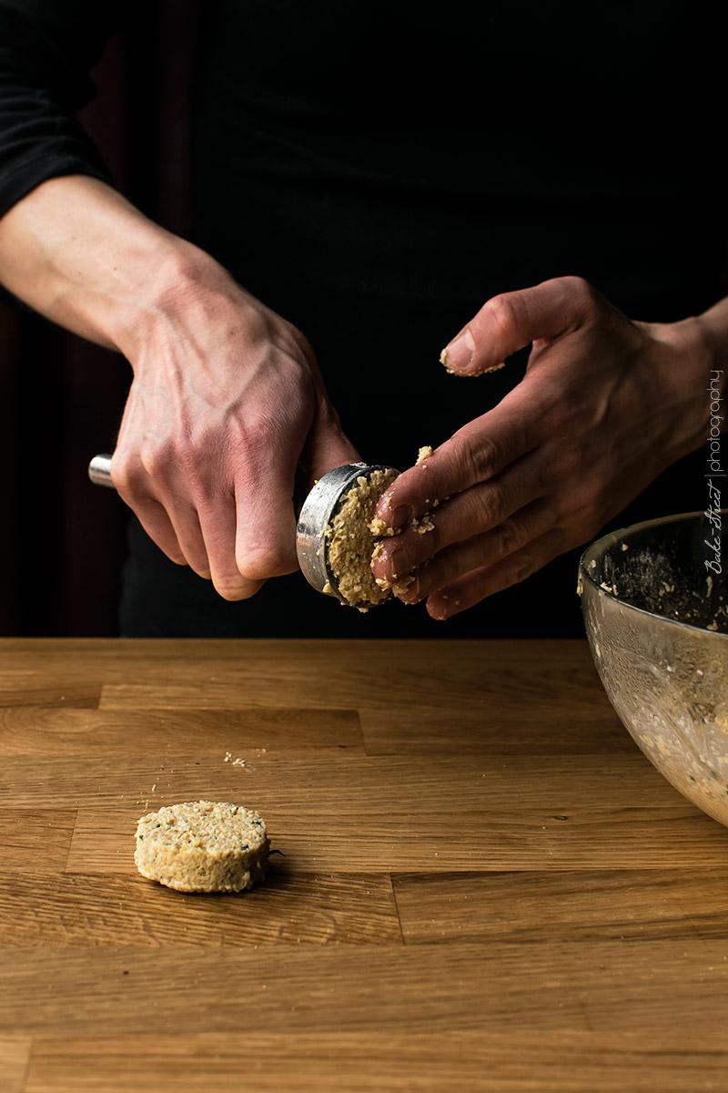 Falafel y berenjenas asadas con salsa de ajo negro