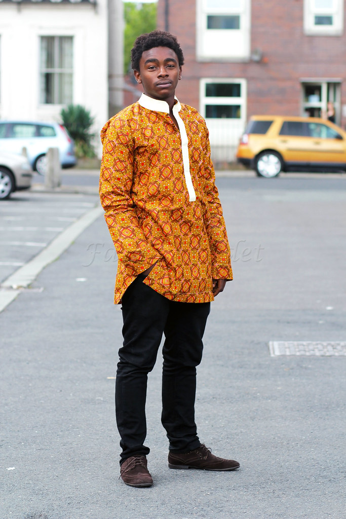 mens-african-print-kaftan-long-shirt-top-with-black-jeans-and-brown-shoes