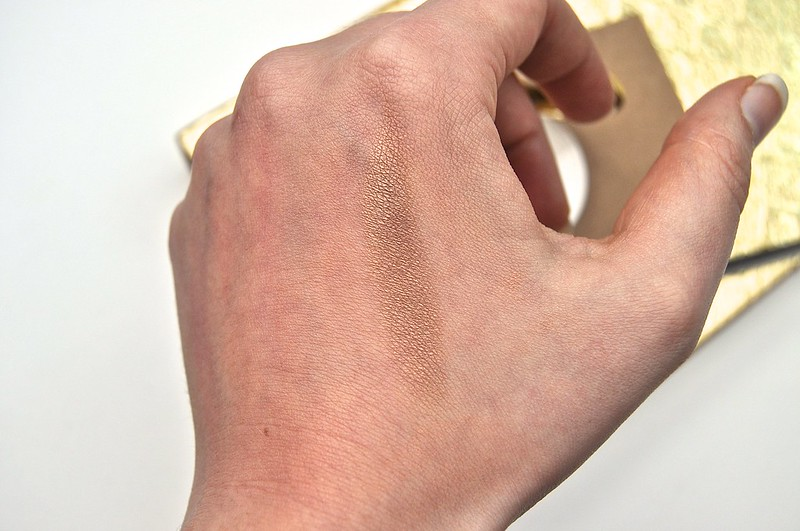 HM Makeup eyeshadow Shiitake swatch