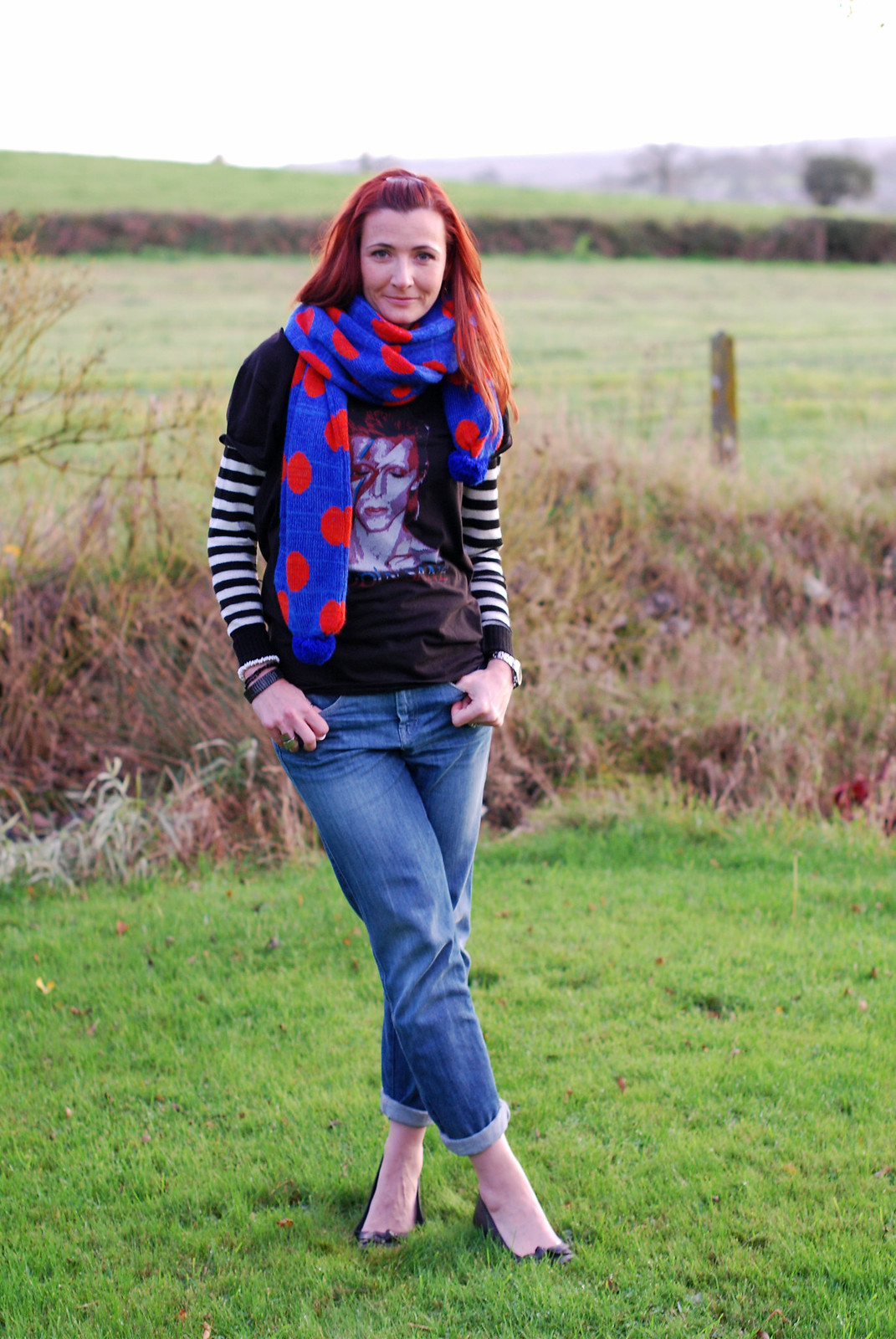 4 Ways to Wear a David Bowie t-shirt | With boyfriend jeans and a polka dot scarf