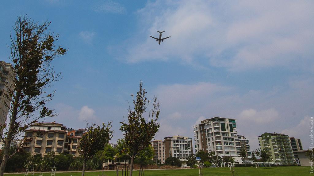 Airplane above Duden Park, Antalya / Самолет над парком Дюден, Анталия