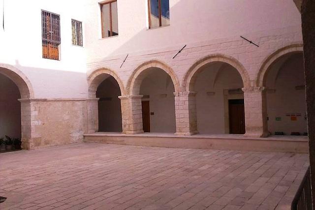 Noicattaro. Porticato Chiesa del Carmine front