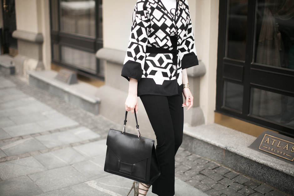 black-and-white-look-printed-kimono-outfit