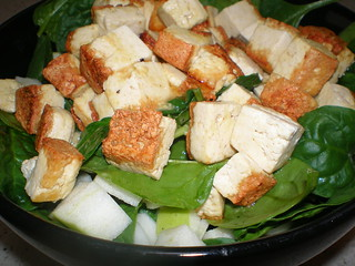 Spinach Salad with Grilled Tofu and Apples