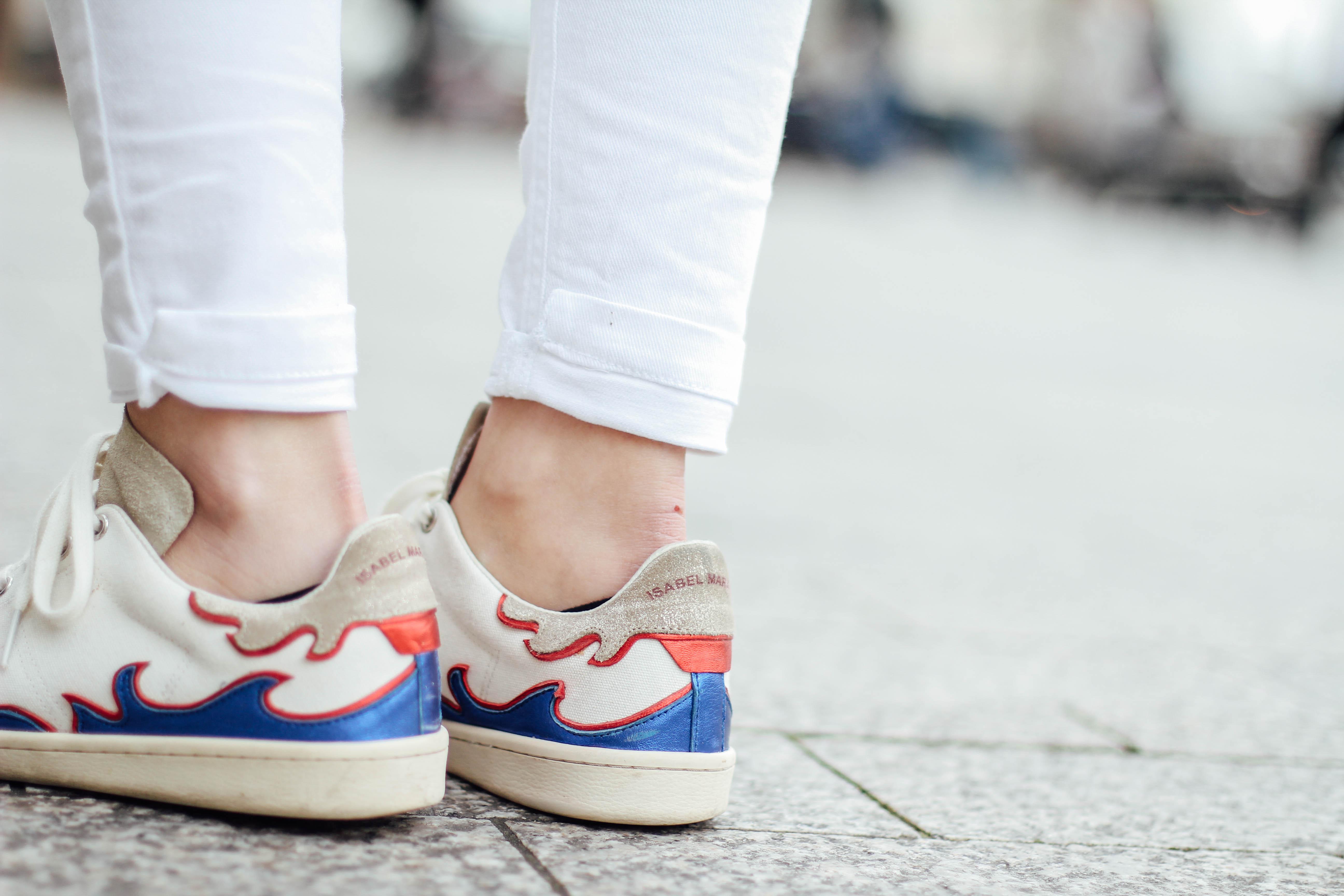 shearling-jacket-beige-isabel-marant-sneakers-streetstyle bart etoile