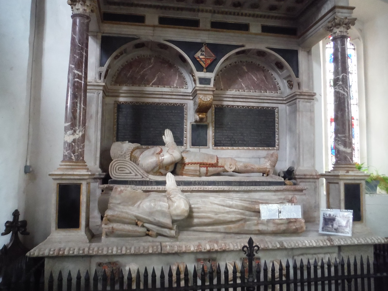 1590 Monument to Sir William Dormer, All Saints, Wing SWC Walk Cheddington to Leighton Buzzard