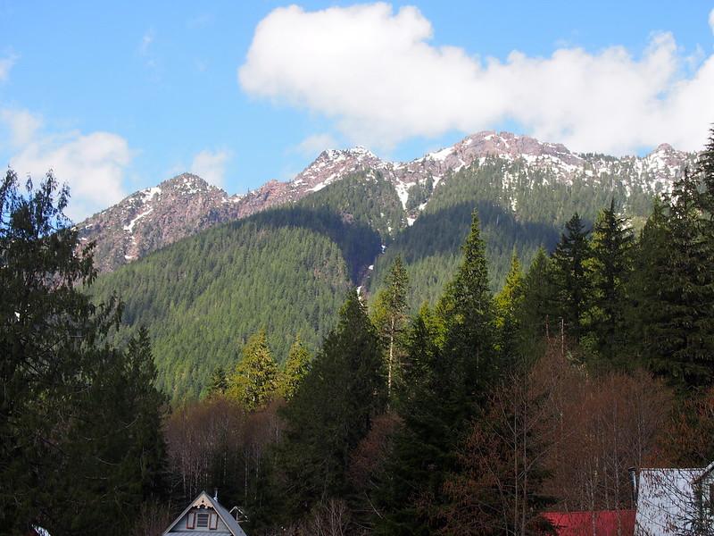 Mountains Over Siverton
