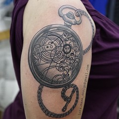 Had a blast tattooing the Doctor's pocket watch on Nat, the start of a very geeky sleeve! #uktattooer #femaletattooartist #hertfordshiretattoo #hitchin #hertfordshire #drwho #drwhooves #pocketwatch #pocketwatchtattoo #igtattoo #blackandgreytattoo #instago