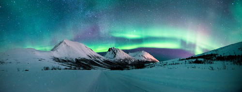 northern lights pano
