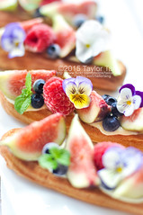 Fig berry eclair