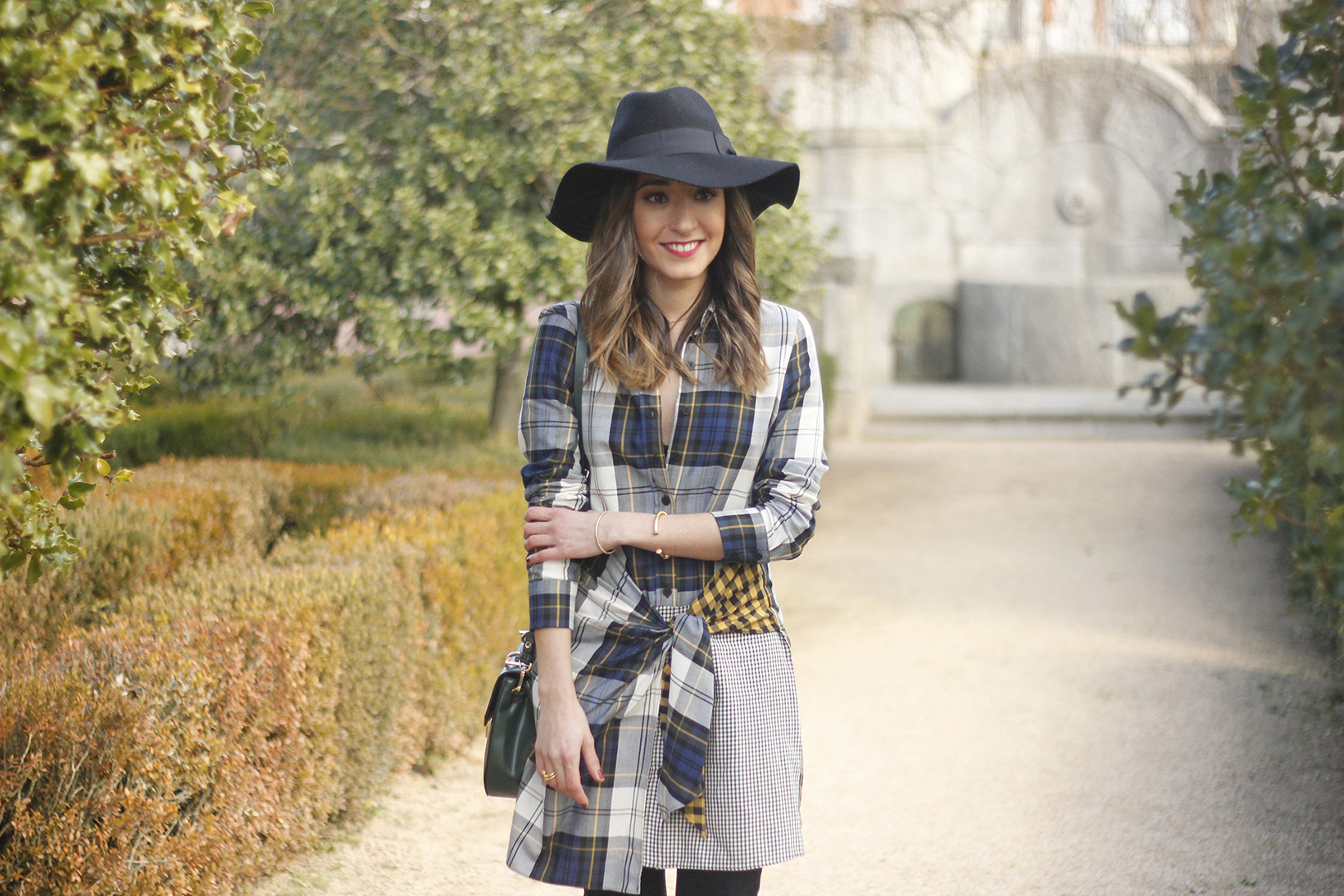 Tartan shirt dress zara over the knee boots mango hat green bag outfit fashion08