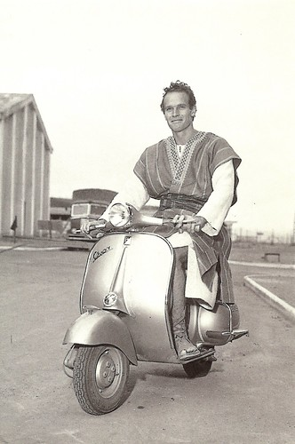 Vespa: Charlton Heston