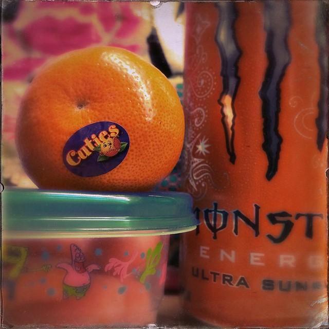 Today we eat things that are orange. #foods #snacks #orange #oranges #cuties #babycarrots