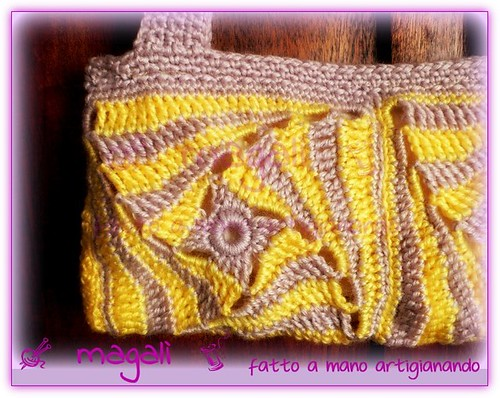 borsa piatta giallo-beige spirali quadrate
