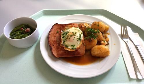Bavarian meat loaf with fried egg, gravy & roast potatoes / Abgebräunter Leberkäse mit Spiegelei, Bratensauce & Röstkartoffeln