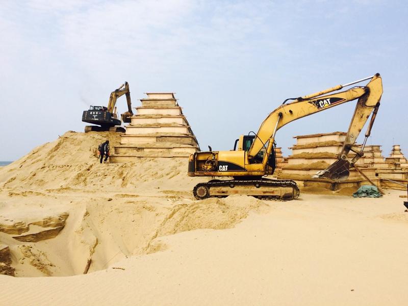 就地取材,直擊沙雕製作過程!福隆國際沙雕藝術季如火如荼進行前置作業當中