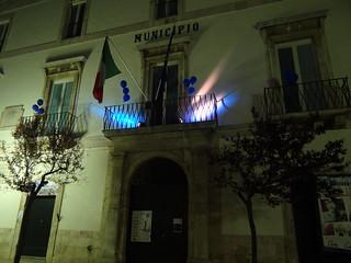 Luci blu dal Palazzo Municipale (1)