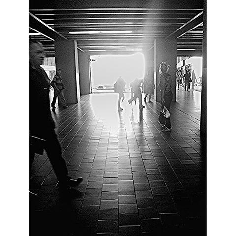 Brillo y penumbra sin título.  - #fernandoluna. #fotografosvenezolanos. #igers. #instavenezuela. #insta_ve.  #urbangangfamily. #venezuelafotos_. #ig_caracas. #photoblipoint.  #streetphotovenezuela. #streetphotography. #gf_ve. #venezuela_captures. #instalo