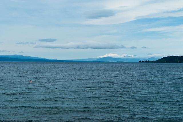 Montagnes sur le lac