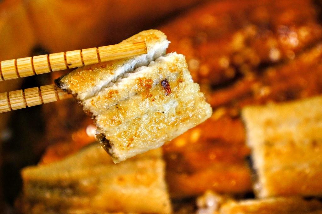 白燒的,偏向於原味,不鹹帶著一點點酥脆表皮..