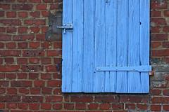 De briques et de bleu