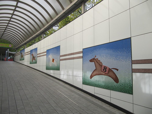 京都競馬場の駐車場への地下通路