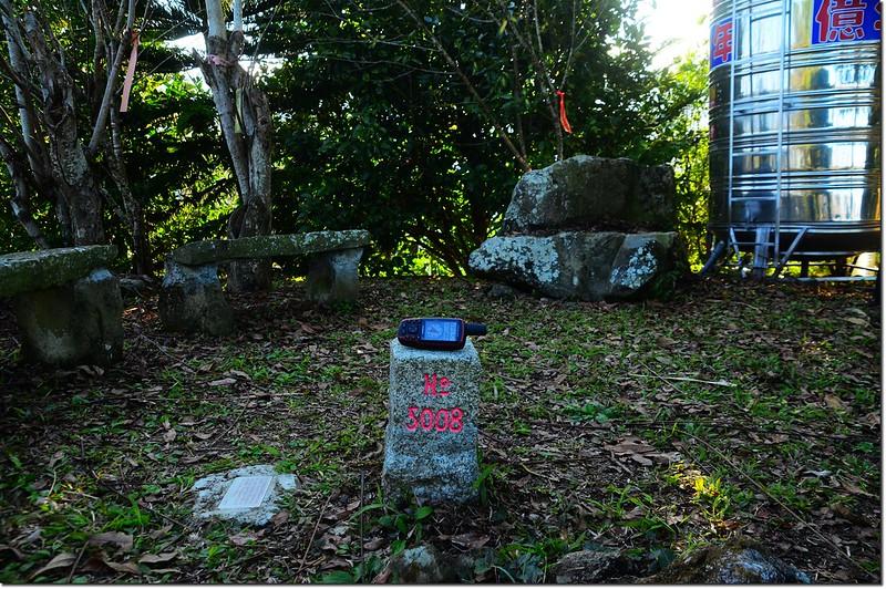 牛轀轆山三等三角點(#5008 Elev. 754 m) 1