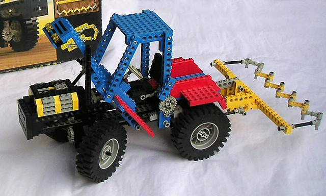 Lego Technic tractor by Elya
