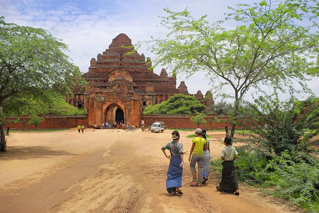 Locals entering the Dhammayangyi Temple