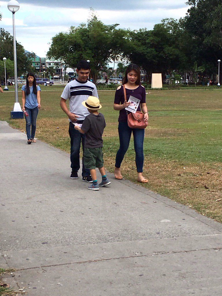 06-February-2016-LEAFLETING-Mission Activities in the Philippines