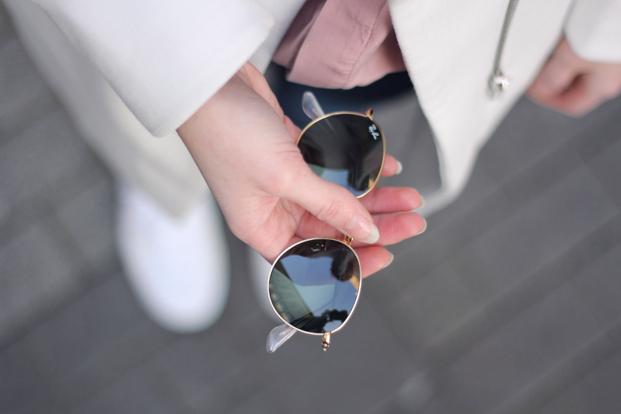 ioutfit ray ban detail shoot wool coat white round gold sneaker zara asos mango