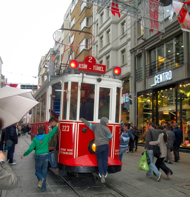 Trolley near Taksim square, Canon POWERSHOT G10, Canon 6.1-30.5 mm