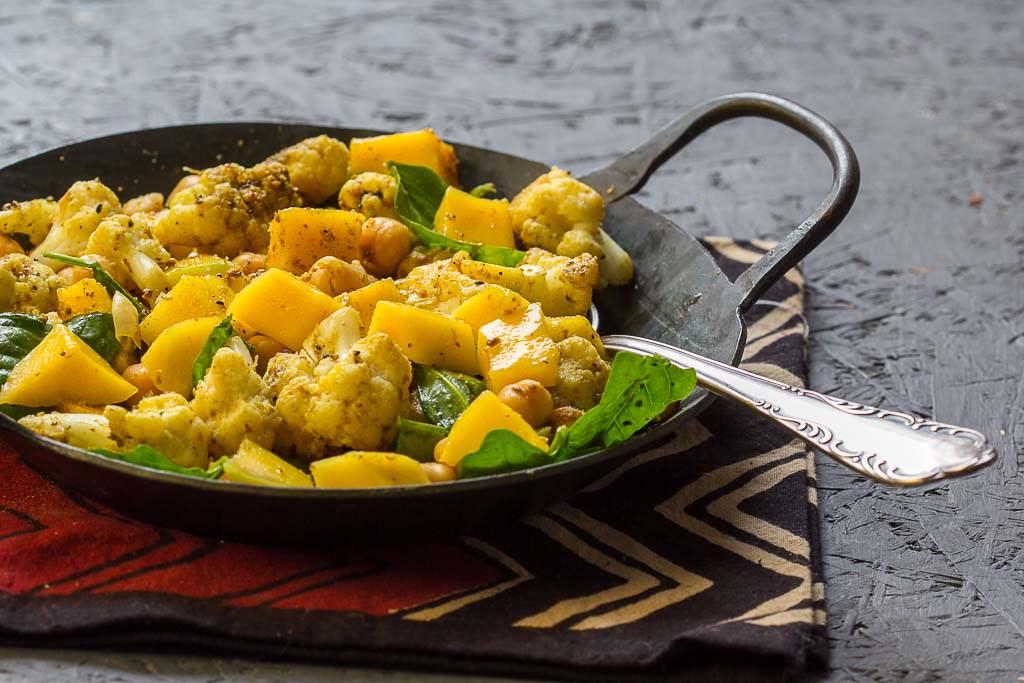 Kichererbsensalat mit Mango via lunchforone.de