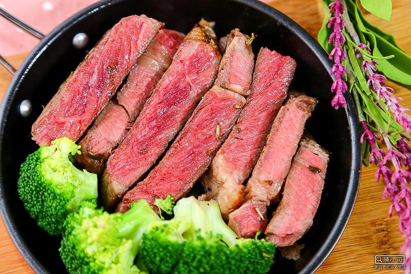 【愛上新鮮,煎牛排】巨無霸頂級沙朗霜降牛排PRIMT,比臉還大的牛排,網路線上訂購在家料理方便又省錢。
