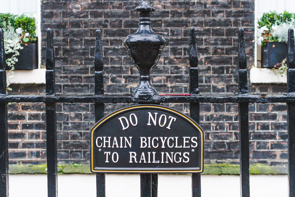 bedford square london do not chain bicycles to railings sign