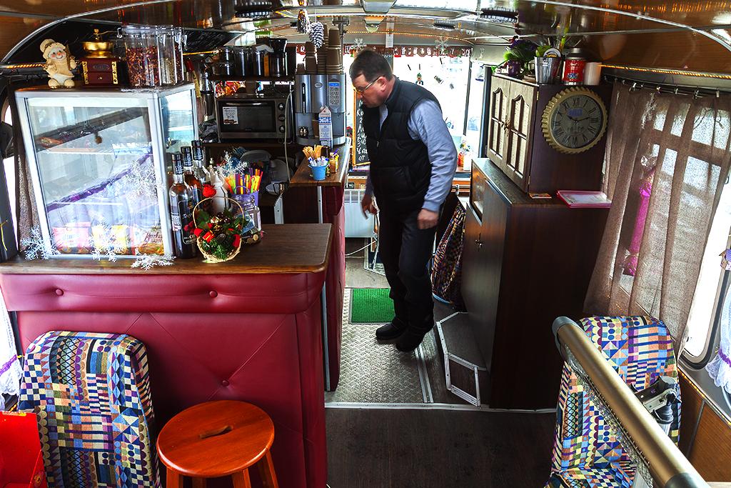 Bus cafe--Kiev 3