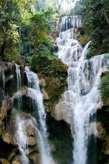 Kuang Si Falls near Luang Prabang, Laos ルアンパバーン郊外のクアンシーの滝