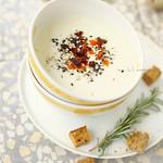 karfiolkrémleves gorgonzolával és sült kolbásszal