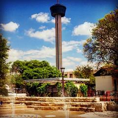 The American Tower, no centro de San Antonio. É possível subir na torre para apreciar vista aérea da cidade. Além disso, o local com restaurante e informações históricas sobre o Texas. #muitaviagem #americantower #visittheusa #sanantoniotx #texas #gorgeou