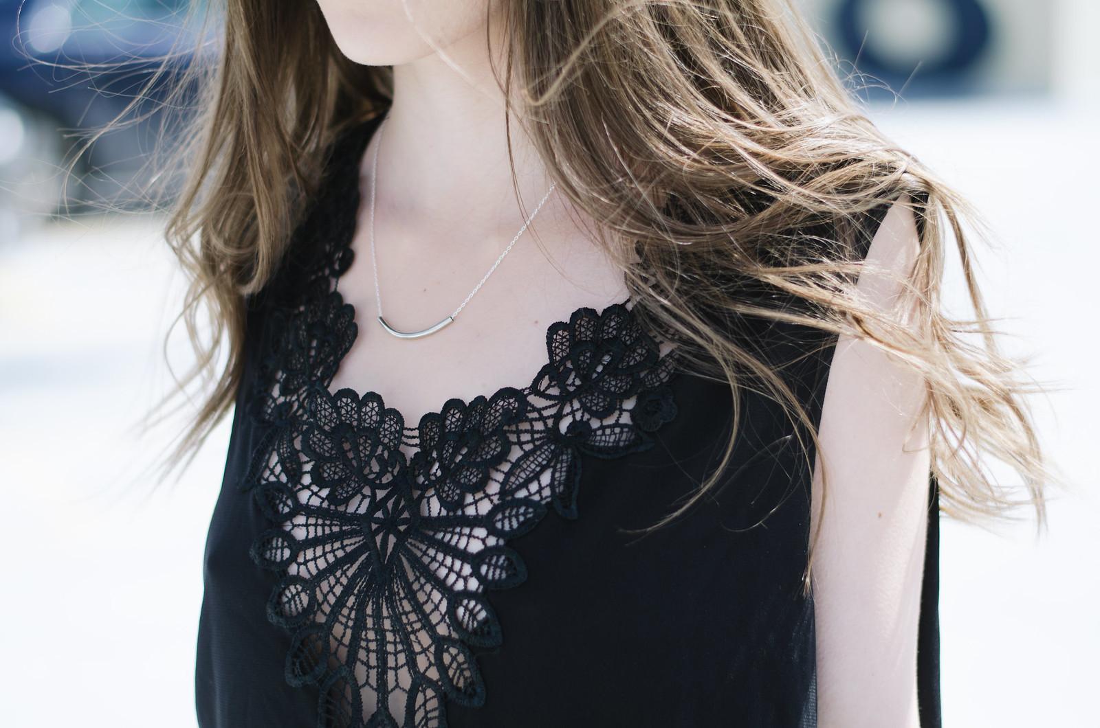 Jaelle Applique Top and Bar Necklace on juliettelaura.blogspot.com
